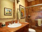 Honu Lae guest house bath