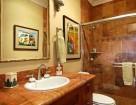 Honu Lae guest house bath